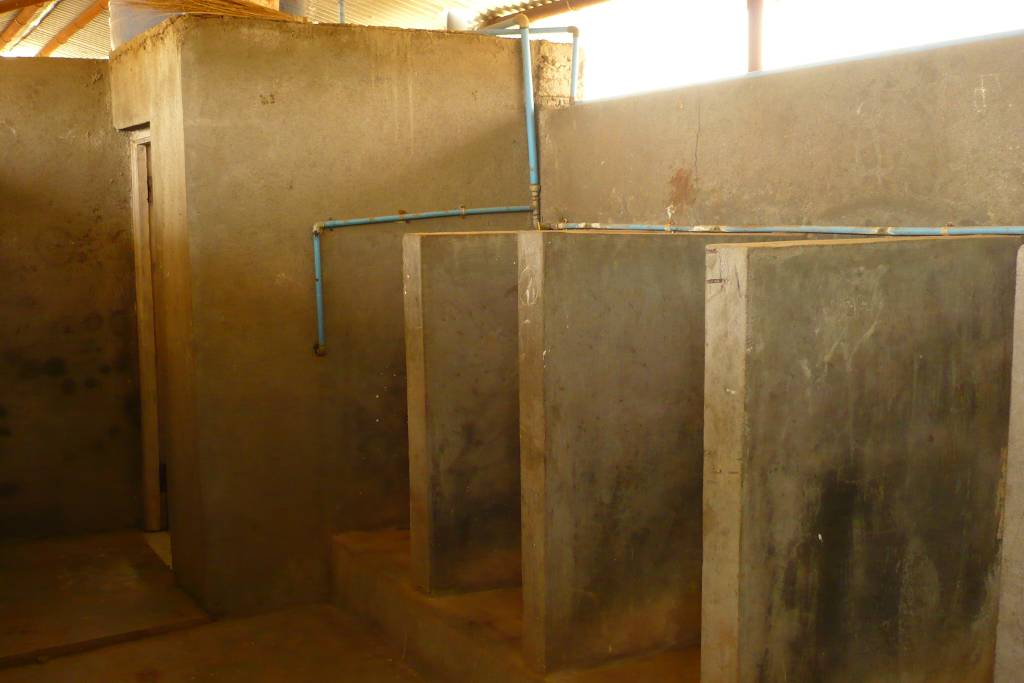 Toilettes en cours de construction - KNEMS
